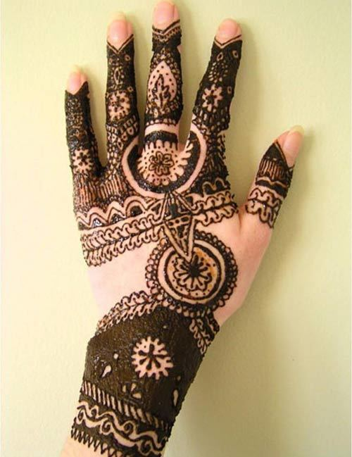 Awesome mehndi design for girls