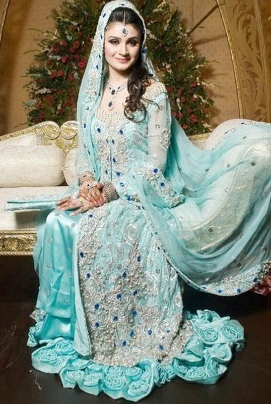 Latest Pakistani trends of Walima wedding dresses