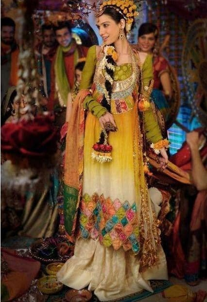 Makeup For Mehndi Function : Pakistani mehndi dresses designs for bridals