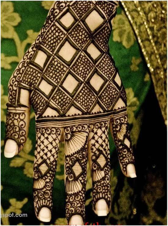 Black Arabic henna design for brides