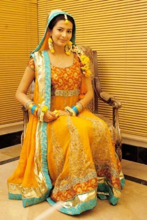 Mehndi Dresses for 2014 Brides