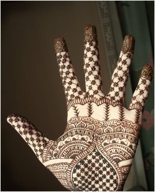Left hand Mehndi design in Arbi style