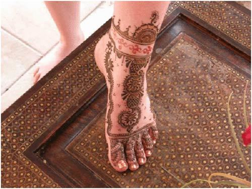 mehndi design of feet in arabic style