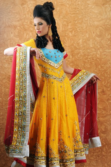 Mehndi Clothes Design : Pakistani mehndi dresses designs for bridals