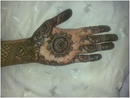 beautiful mehndi style in round circle